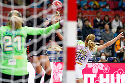 30-11-2019 JAP: Netherlands - Slovenia, Kumamoto<br /> First day 24th IHF Womenís Handball World Championship, Netherlands lost the first match against Slovenia with 26 - 32. / Jessy Kramer #5 of Netherlands, Polona Baric #13 of Slovenia