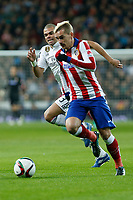 Real Madrid´s Pepe (L) and Atletico de Madrid´s Griezmann during Spanish King´s Cup match at Santiago Bernabeu stadium in Madrid, Spain. January 15, 2015. (ALTERPHOTOS/Victor Blanco)