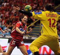 Håndball , 16. desember 2011 , semifinale VM kvinner , Norge - Spania<br />  Silvia NAVARRO, ESP hält gegen Kari Mette JOHANSEN, NOR,<br /> <br /> Norway only