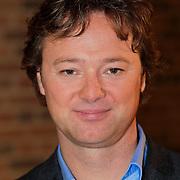 NLD/Haarlem/20121002- Opname AVRO's programma Maestro, presentator Frits Sissing