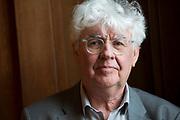 Laureaat De Gouden Ganzenveer 2015 voor Geert Mak. De prijs wordt - zo mogelijk jaarlijks - toegekend aan een persoon of instituut vanwege zijn of haar grote betekenis voor het geschreven en gedrukte woord in Nederland.<br /> <br /> Op de foto:  Geert Mak