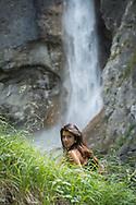Femme dans la nature<br /> eau, modele, scène, bien-être <br /> (PHOTO-GENIC.CH/ OLIVIER MAIRE)
