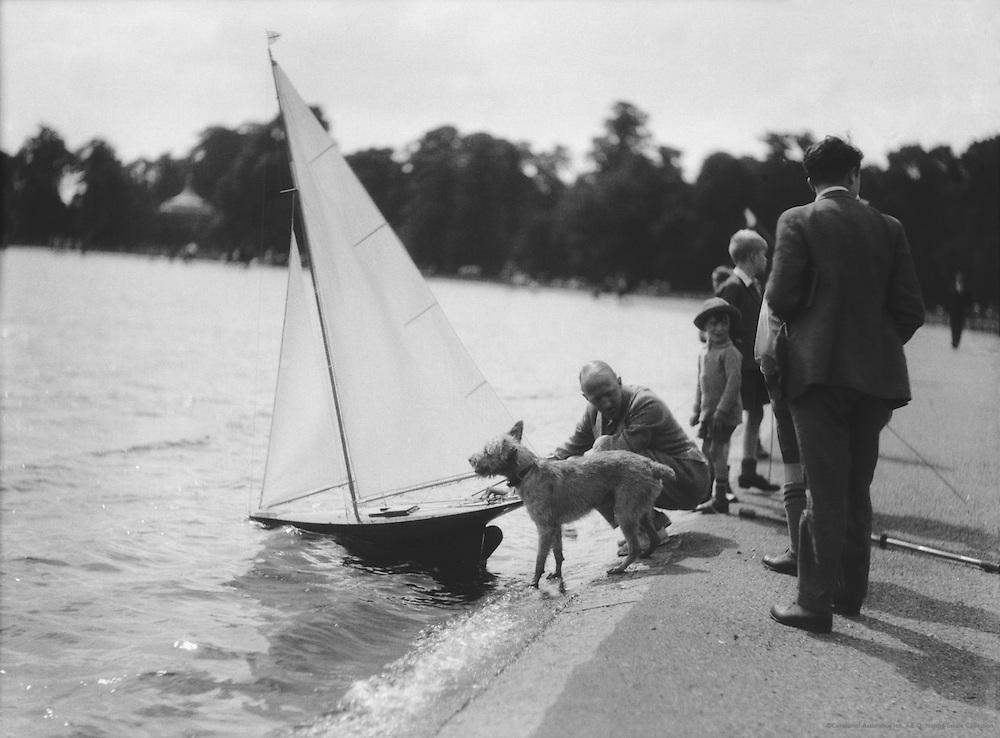 Yachting, Kensington Gardens, Round Pond, London, 1933
