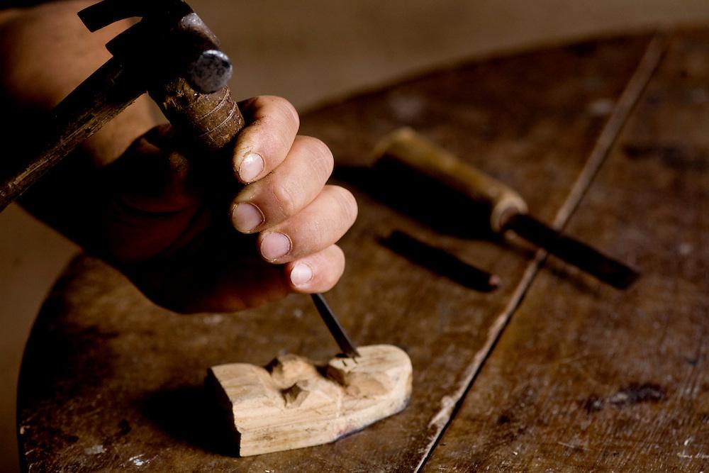 Tiradentes_MG, Brasil...Artesanato em madeira no povoado de Vitoriano Veloso (Bichinho), Minas Gerais...The wooden crafts in Vitoriano Veloso (Bichinho) village, Minas Gerais...Foto: JOAO MARCOS ROSA / NITRO