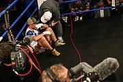 Boxen: x-mas Boxing, Hamburg, 22.12.2017<br /> Superleichtgewicht: Europameisterschaft: Fatih Keles (GER) - Renaldo Garrido (FRA) am Boden, enttaeuscht<br /> © Torsten Helmke
