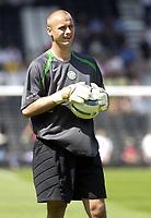 Fotball<br /> England 2005/2006<br /> Foto: SBI/Digitalsport<br /> NORWAY ONLY<br /> <br /> Fulham v Celtic<br /> Pre season friendly<br /> 16.07.2005<br /> <br /> Celtic's Artur Boruc warms up before the game.
