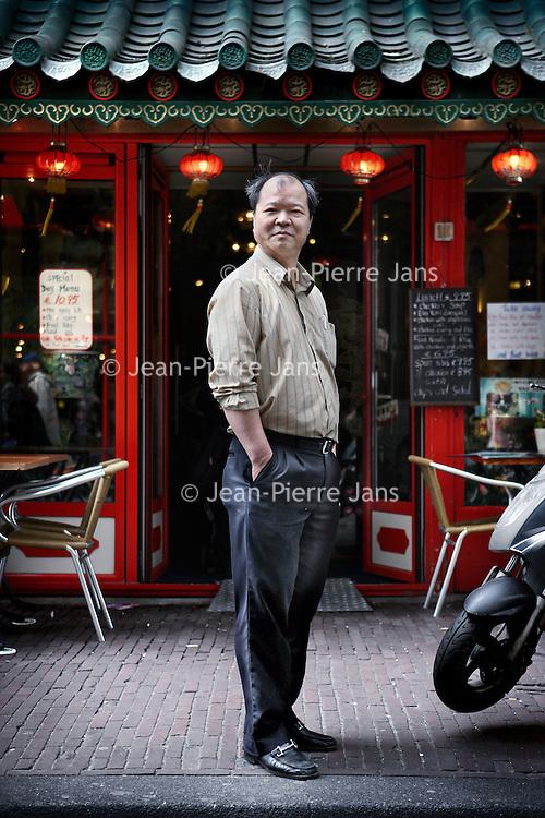 Nederland, Amsterdam , 8 juli 2011..Dhr. Wong van Chinees restaurant Dragon city  in Damstraat nr. 18..De Chinezen vieren hun 100 jarig bestaan in Nederland..Celebrating 100 years Chinese people in the Netherlands, Amsterdam.