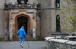 THEMENBILD - ein älterer Mann mit einem Gehstock beim Eingang zum Besichtigungs Rundgang des Dunvegan Castle in Dunvegan, Isle of Skye, Schottland, aufgenommen am 10. Juni 2015 // an elderly man with a walking stick at the entrance to the sightseeing tour of Dunvegan Castle in Dunvegan, Scotland on 2015/06/10. EXPA Pictures © 2015, PhotoCredit: EXPA/ JFK
