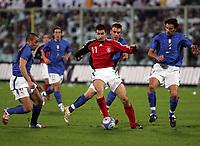 Fotball<br /> 01.03.2006<br /> Italia v Tyskland<br /> Foto: Graffiti/Digitalsport<br /> NORWAY ONLY<br /> <br /> Germany Miroslav Klose sourrounded by italian players Fabio Cannavaro (L) Daniele De Rossi (C) and Cristian Zaccardo  (R)