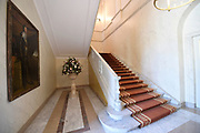 Paleis Noordeinde en Koninklijke Stallen open voor het publiek.  ////  Noordeinde Palace and Royal Stables open to the public.<br /> <br /> Op de foto / On the photo:  Hal met trappenhuis / Hall with staircase