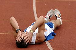 15-10-2006 ATLETIEK: MARATHON AMSTERDAM: AMSTERDAM<br /> Record aantal deelnemers aan de Amsterdamse Marathon , vermoeidheid bij de lopers<br /> ©2006: WWW.FOTOHOOGENDOORN.NL