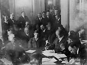 Titanic disaster, 12 April 1912: USA Senate Investigating Committee questioning survivors at the Waldorf Astoria Hotel, New York. The wireless operator Harold Thomas Coffin being questioned, 29 May 1912.