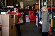 Koningin Maxima tijdens een werkbezoek aan vrijwilligers van het Rode Kruis in Loenen, Gelderland. Het bezoek  vond plaats in het kader van de uitbraak van het coronavirus (COVID-19).<br /> <br /> Queen Maxima during a working visit to volunteers from the Red Cross in Loenen, Gelderland. The visit took place in the context of the coronavirus outbreak (COVID-19).