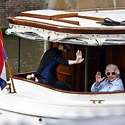 NLD/Amsterdam/20080601 - Celine Dion gaat varen in de Amsterdamse grachten met haar moeder Therese in een bootje