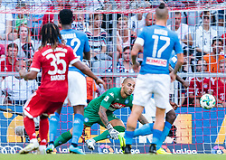 02.08.2017, Allianz Arena, Muenchen, GER, Audi Cup, FC Bayern Muenchen vs SSC Neapel, Spiel um Platz 3, im Bild Renato Sanches (FC Bayern Muenchen), Luigi Sepe (SSC Napoli) // during the Audi Cup 3rd place Match between FC Bayern Munich  and SSC Napoli at the Allianz Arena, Munich, Germany on 2017/08/02. EXPA Pictures © 2017, PhotoCredit: EXPA/ JFK