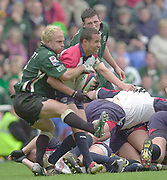 Reading, Berkshire, 10th May 2003,  [Mandatory Credit; Peter Spurrier/Intersport Images], Zurich Premiership Rugby, Rugby Mark Mapletoft [right] catch's Shane Dramm.