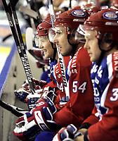 Ishockey<br /> GET-Ligaen<br /> 16.10.08<br /> Jordal Amfi<br /> Vålerenga VIF - Furuset<br /> Alexander Bonsaksen - Regan Kelly og Lars Erik Lund morer seg på benken<br /> Foto - Kasper Wikestad