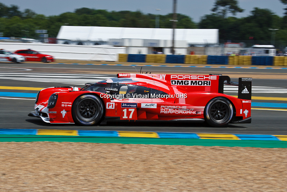 #17 Porsche 919 Hybrid, Porsche Team, LMP1, drivers: Timo Bernhard, Brendon Hartley, Mark Webber, at Le Mans 24H, 2015