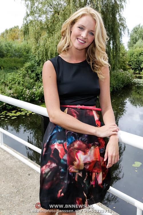 NLD/Amsterdam/20120822 - Perspresentatie SBS Sterren Springen, deelneemster Liza Sips