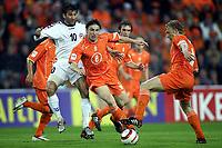 Fotball<br /> VM-kvalifisering<br /> Nederland v Armenia<br /> 30. mars 2005<br /> Foto: Digitalsport<br /> NORWAY ONLY<br /> mark van bommel en dirk kuyt