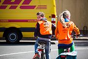 In Zeist  zijn leerlingen van een basisschool bezig met de praktijk van het verkeersexamen. Het examen is onderdeel van de verkeerseducatie voor basisschoolleerlingen. Tijdens de verkeerslessen worden de jongeren de regels van het verkeer bijgebracht en getoetst. Daardoor zijn de kinderen beter voorbereid op verkeersdeelname, met name met de fiets.<br /> <br /> In Zeist pupils of an elementary school engaged in the practice of traffic exam. The exam is part of the road safety education for elementary school students. During the traffic classes, pupils are taught the rules of traffic and tested. As a result, the children are better prepared for driving in traffic, especially with the bicycle.