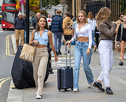 Licensed to London News Pictures. 03/09/202. London, UK. Shoppers in Chelsea, south-west London enjoy a bit of late summer sun with highs of 23c today. Weather forecaster have predicted a mini heatwave from Sunday for London and the South East, with temperatures hitting over 28c on Monday. Photo credit: Alex Lentati/LNP