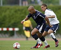 Fotball<br /> Frankrike<br /> Foto: Dppi/Digitalsport<br /> NORWAY ONLY<br /> <br /> FOOTBALL - FRIENDLY GAMES 2006/2007 - GIRONDINS BORDEAUX  v TOTTENHAM - 13/07/2006 - JULIEN FAUBERT (BOR) / PHILIP IFIL (TOT)