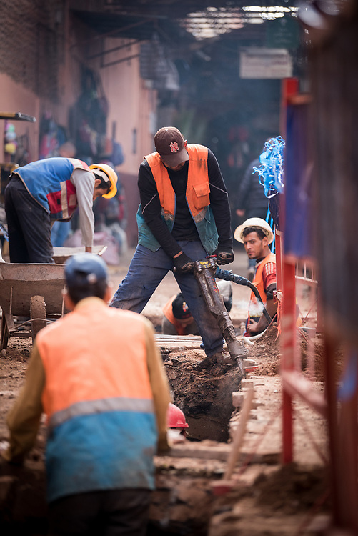 11 January 2018, Marrakesh, Morocco: Construction workers repairing a road in the Marrakesh Medina. The Marrakesh Medina, listed as a UNESCO World Heritate site, forms an old fortified city centre of narrow streets, shops and vendor stalls. The city of Marrakesh was founded in 1070-1072, and has long been a political, economic and cultural centre.