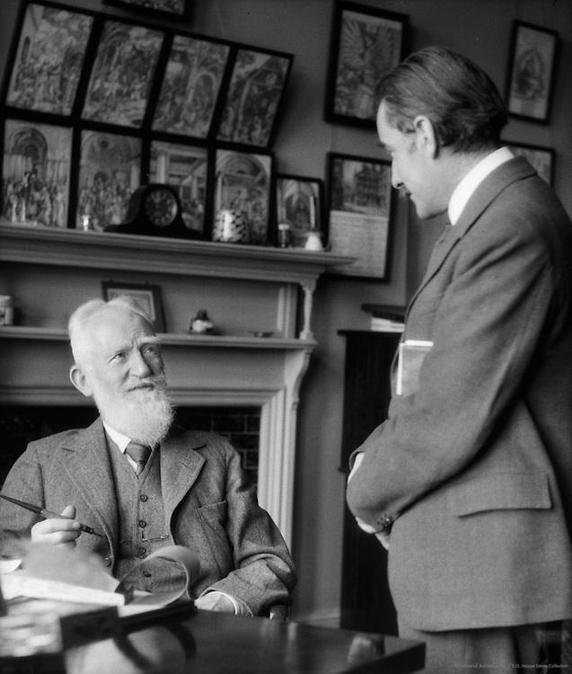 George Bernard Shaw with E.O.Hoppé (writing a check to Hoppé), London, 1930