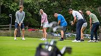 NUNSPEET - Puttinggreen, putten, Golfclinic met pro Stein Vugts. Golf op Rijk van Nunspeet.   COPYRIGHT KOEN SUYK