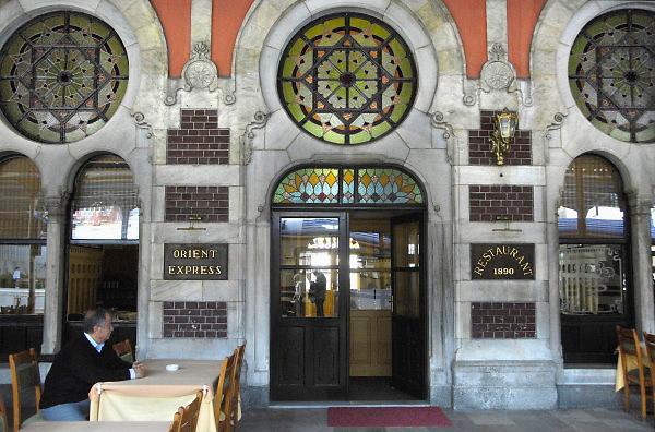 Turkije, Istanbul, 4-6-2011Het treinstation, Sirkeci station, waar de legendarische orient express haar eindbestemming had. Het restaurant is nog in gebruik.Foto: Flip Franssen