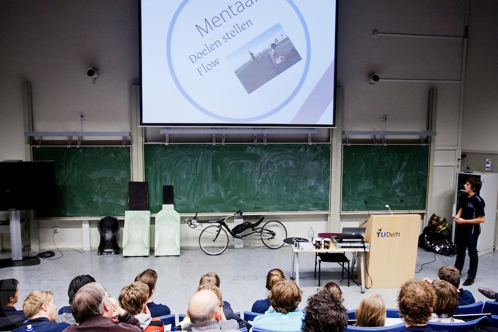 In Delft presenteert het Human Power Team Delft, bestaande uit studenten van de TU Delft en de VU Amsterdam, het model van de nieuwe fiets waarmee ze het wereldrecord van 133 km/h willen verbreken. Oud-kampioen schaatsen Jan Bos is een van de renners.<br /> <br /> The Human Powered Team Delft, a team of students of the TU Delft and the VU Amsterdam, are presenting the model of their new bike. With the Velox2 they want to break the world pace record of 133 km/h per bike.