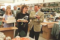 """22 AUG 2000, LAUSCHA/GERMANY:<br /> Gerhard Schroeder (R), Bundeskanzler, besucht das Traditionsunternehmen """"Krebs Glas"""" und bekommt von Arbeiterinnen eine Zigarre aus Glas geschenkt, Sommerreise des Kanzlers durch die Ostdeutschen Bundeslaender<br /> IMAGE: 20000822-01/02-06<br /> KEYWORDS: Gerhard Schröder"""
