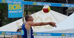 06-06-2010 VOLLEYBAL: JIBA GRAND SLAM BEACHVOLLEYBAL: AMSTERDAM<br /> In een koninklijke ambiance streden de nationale top, zowel de dames als de heren, om de eerste Grand Slam titel van het seizoen bij de Jiba Eredivisie Beach Volleyball - Richard Schuil<br /> ©2010-WWW.FOTOHOOGENDOORN.NL