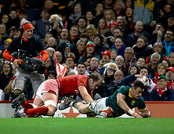 Jesse Kriel of South Africa scores his sides first try<br /> <br /> Photographer Simon King/Replay Images<br /> <br /> Under Armour Series - Wales v South Africa - Saturday 24th November 2018 - Principality Stadium - Cardiff<br /> <br /> World Copyright © Replay Images . All rights reserved. info@replayimages.co.uk - http://replayimages.co.uk