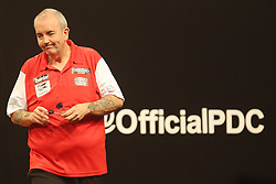 13.06.2015, Eissporthalle, Frankfurt, GER, Darts World Cup of Nations 2015, Frankfurt, im Bild Unzufriedener Phil Taylor (England), Spitzname - The Power, // during the Darts World Cup of Nations 2015 at the Eissporthalle in Frankfurt, Germany on 2015/06/13. EXPA Pictures © 2015, PhotoCredit: EXPA/ Eibner-Pressefoto/ Roskaritz<br /> <br /> *****ATTENTION - OUT of GER*****