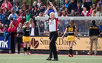 DEN BOSCH - HOCKEY -  Scheidsrechter Stella Bartlema tijdens de competitiewedstrijd tussen de vrouwen  van Den Bosch en SCHC.  COPYRIGHT KOEN SUYK