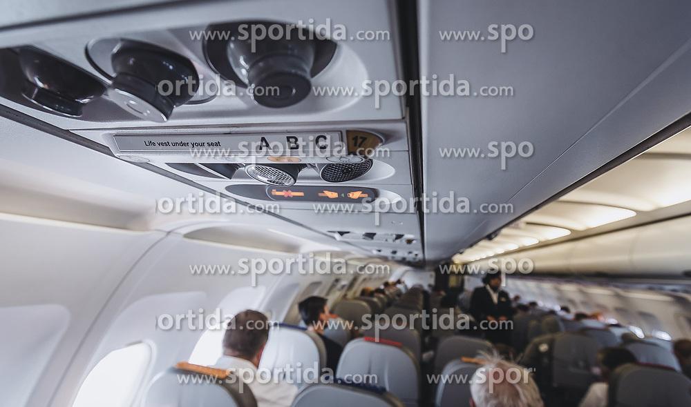 THEMENBILD - Lüftung, Sitzreihenschilder, Nichtraucherzeichen und Angurtezeichen, aufgenommen am 17. August 2018 in Larnaka, Zypern // Ventilation, seat rows, non-smoking sign and Fasten Seat Belt Sign, Larnaca, Zyprus on 2018/08/17. EXPA Pictures © 2018, PhotoCredit: EXPA/ JFK