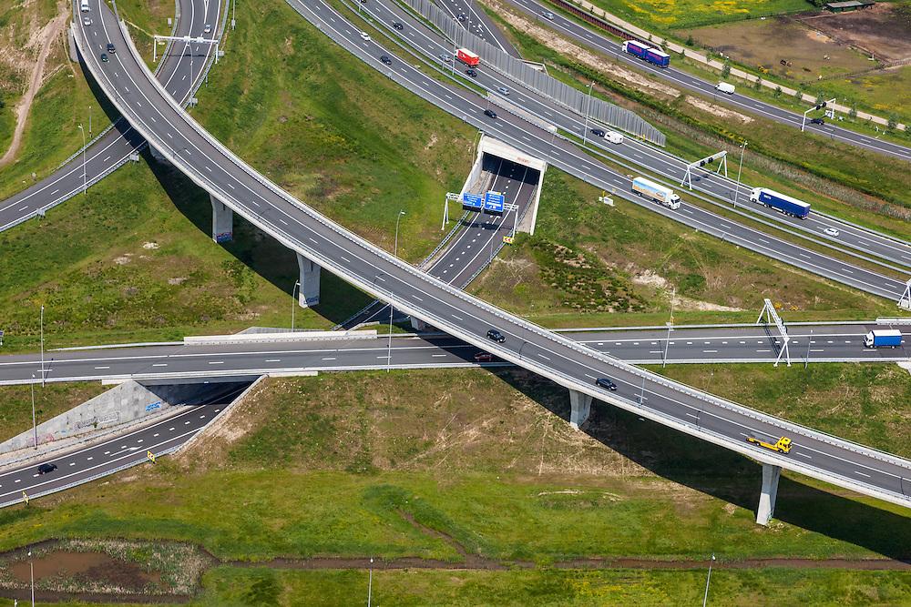 Nederland, Noord-Brabant, Eindhoven, 27-05-2013; Randweg Eindhoven. Knooppunt De Hogt, verkeersknooppunt, aansluiting autosnelweg A2 en autoweg N2 op de A67. Kenmerkend zijn de fly-overs. <br /> View on traffic junction near Eindhoven, A67 cconnecting one of the main motorways of the Netherlands A2 . <br /> luchtfoto (toeslag op standard tarieven);<br /> aerial photo (additional fee required);<br /> copyright foto/photo Siebe Swart.