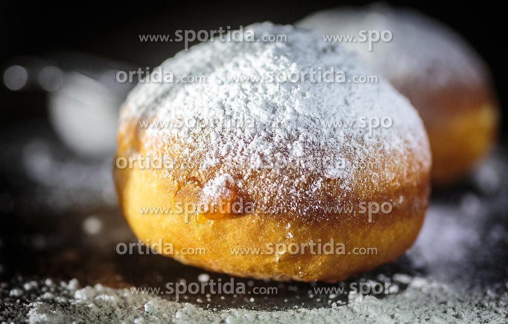 THEMENBILD - aus einem frischen Faschingskrapfen tropft Marillenmarmelade, aufgenommen am 02. Februar 2018, Kaprun, Österreich // apricot jam drips from a fresh donut on 2018/02/02, Kaprun, Austria. EXPA Pictures © 2018, PhotoCredit: EXPA/ Stefanie Oberhauser