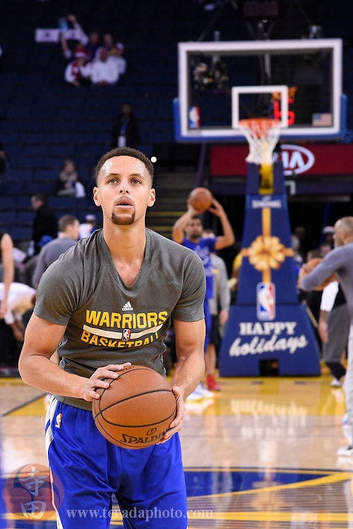 December 25, 2015; Oakland, CA, USA; Golden State Warriors guard Stephen Curry (30) warms up before a NBA basketball game on Christmas against the Cleveland Cavaliers at Oracle Arena.