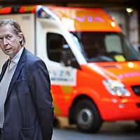 Nederland, Amsterdam , 28 mei 2010..Na 43 jaar jaar in dienst van VZA, waarvan 32 jaar als directeur van de VZA-groep, neemt Jan Veenstra afscheid van de VZA-groep.Als afscheidscadeau werd Jan een ideële Stichting aangeboden ter realisatie van de VZA Wensen Ambulance met het bijbehorende (ere)voorzitterschap...Foto:Jean-Pierre Jans