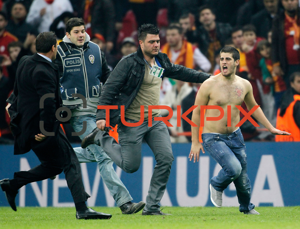 Galatasaray's Supporters during their UEFA Champions League Quarter-finals, Second leg match Galatasaray between Real Madrid at the TT Arena AliSamiYen Spor Kompleksi in Istanbul, Turkey on Tuesday 09 April 2013. Photo by Aykut AKICI/TURKPIX