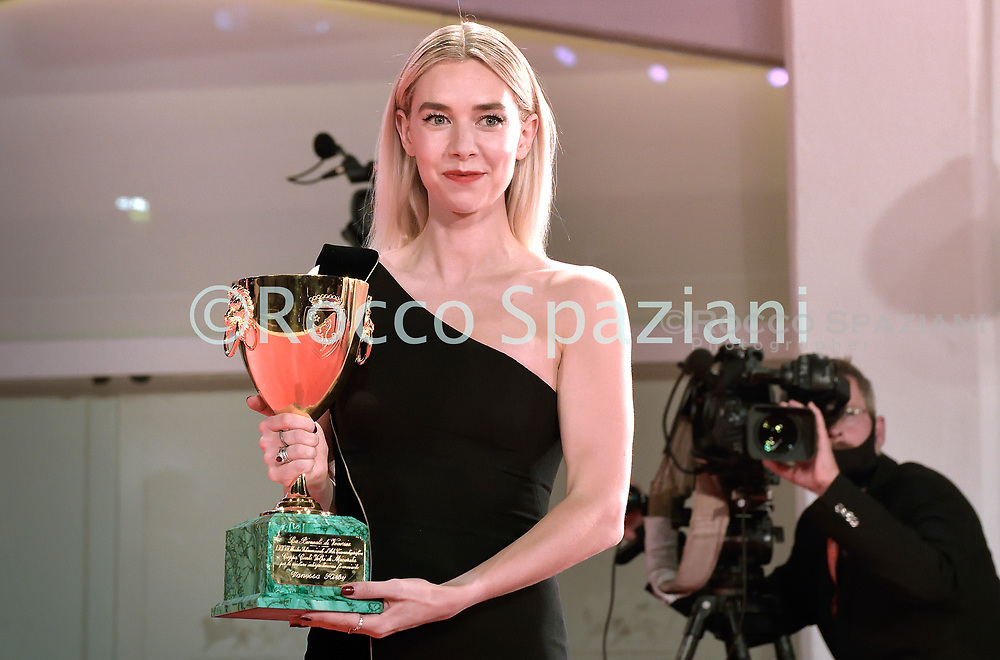 VENICE, ITALY - SEPTEMBER 12: Vanessa Kirby poses with the Coppa Volpi for Best Actress during the winners photocall at the 77th Venice Film Festival on September 12, 2020 in Venice, Italy. <br /> (Photo by Rocco Spaziani)