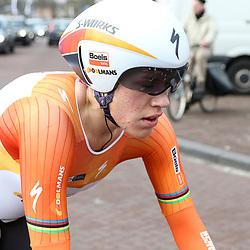 09-04-2016: Wielrennen: Energiewachttour vrouwen: Roden<br />LEEK (NED) wielrennen<br />De vijfde etappe van de Energiewachttour was een individuele tijdrit met start en finish in Leek. Ellen van Dijk heeft de individuele tijdrit in de Energiewacht Tour gewonnen. Daarmee is de renster van Boels-Dolmans opnieuw leidster in de ronde. Van Dijk droeg ook al de leiderstrui na de door haar team gewonnen openingsploegentijdrit rond Groningen.