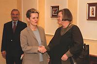17 JAN 2001, BERLIN/GERMANY:<br /> Renate Kuenast, B90/Gruene, Bundesverbraucherschutz- und Landwirtschaftsministerin, und Dr. Hedda von Wedel, BSE Beauftragte der Bundesregierung, nach einem Gespraech, Hotel Palace <br /> IMAGE: 20010117-02/01-19<br /> KEYWORDS: Renate Künast, Gespräch