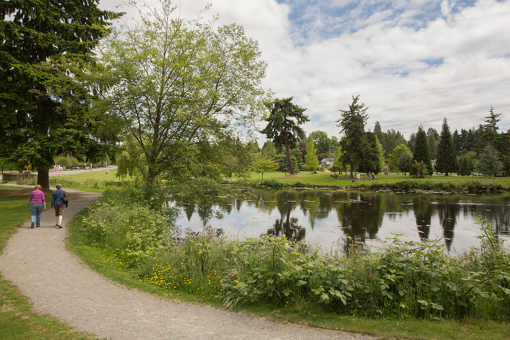 United States, Washington, Bellevue, people walking by pond in Clyde Hill