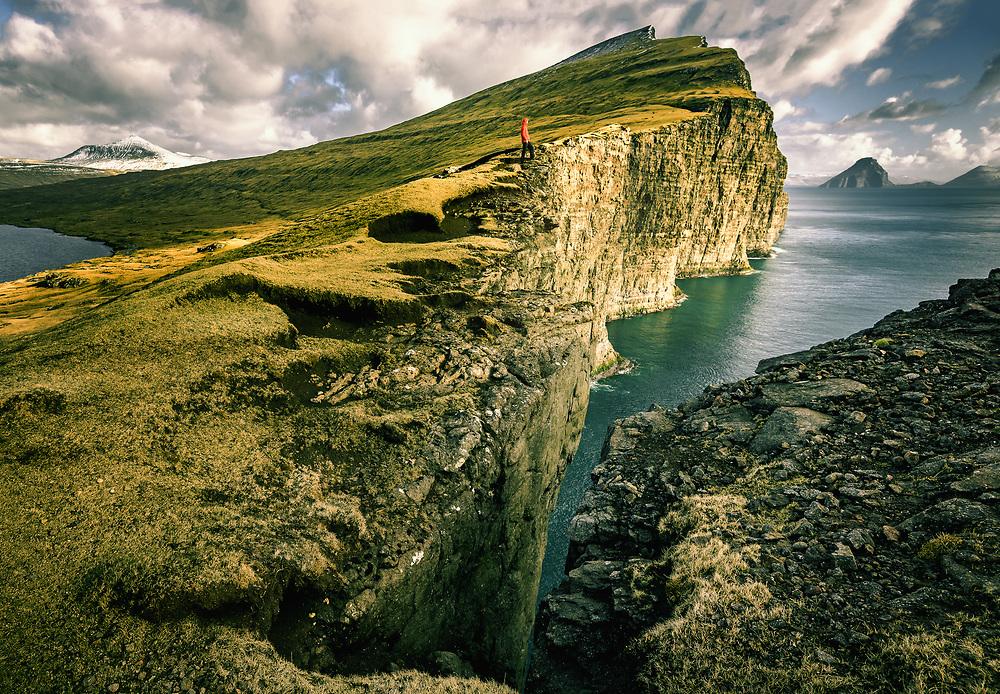 V·gar Cliffs, F¯royar