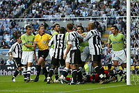 Fotball<br /> England 2005/2006<br /> Foto: SBI/Digitalsport<br /> NORWAY ONLY<br /> <br /> Newcastle United v Deportivo La Coruna<br /> Intertoto Cup.<br /> 03/08/2005.<br /> Tempers flare after a challenge from Newcastle's Alan Shearer (C) leaves the Deportiva goalkeeper, Jose Molina (R), on the floor.