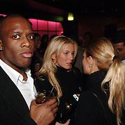 NLD/Amsterdam/20060123 - Feest release film 50 Cent, Angela van Hulten - Kluivert met vrienden, rechts met wit shirt Soefiana Assafiati